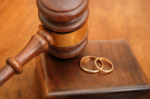divorce_gavel_rings